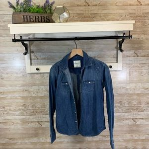 American eagle outfitters denim shirt w/ grommets